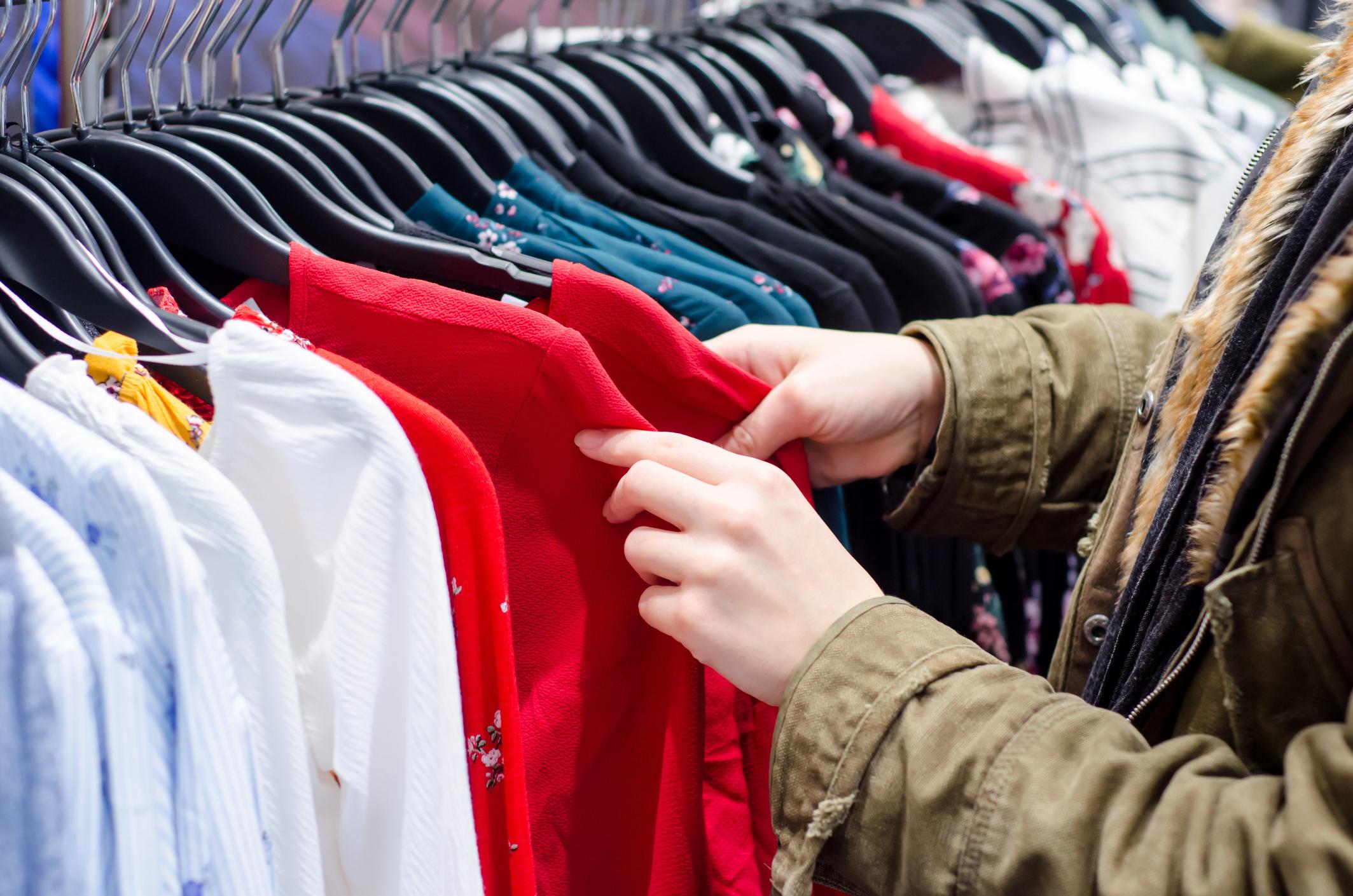خصومات على الملابس والاحذية من سوق مصر